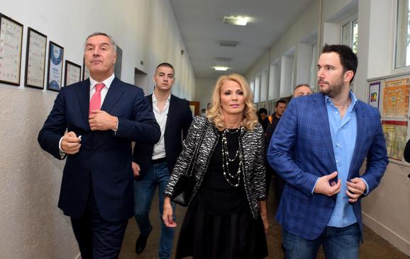 Milo Đukanović sa suprugom Lidijom i sinom Blažom