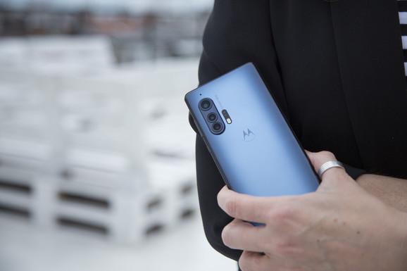 Android vest Najjači Motorolin telefon na testu Blica - Ekran koji izgleda i radi savršeno i precizna kamera
