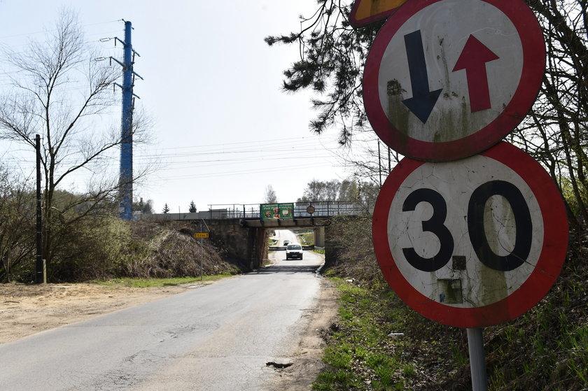 Wiadukt kolejowy na drodze dojazdowej do Campusu Misericordiae w Brzegach pod Wieliczką