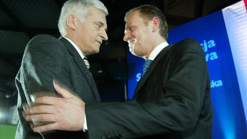 Tusk przekonuje eurovipów do Buzka