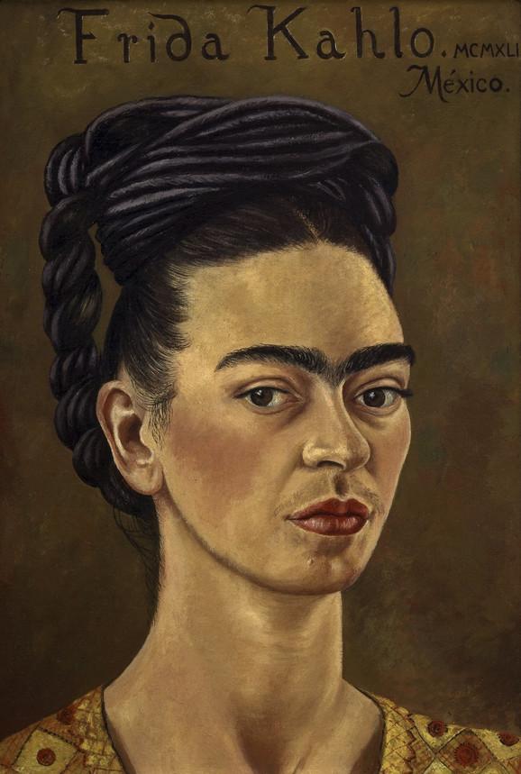 Autoportret sa crvenom i zlatnom haljinom, 1941.