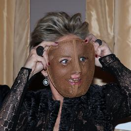 59-letnia Sharon Stone doskonale bawi się na imprezie charytatywnej
