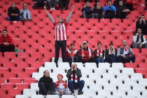 Polako se pune tribine našeg najvećeg stadiona pred meč Zvezde i Partizana