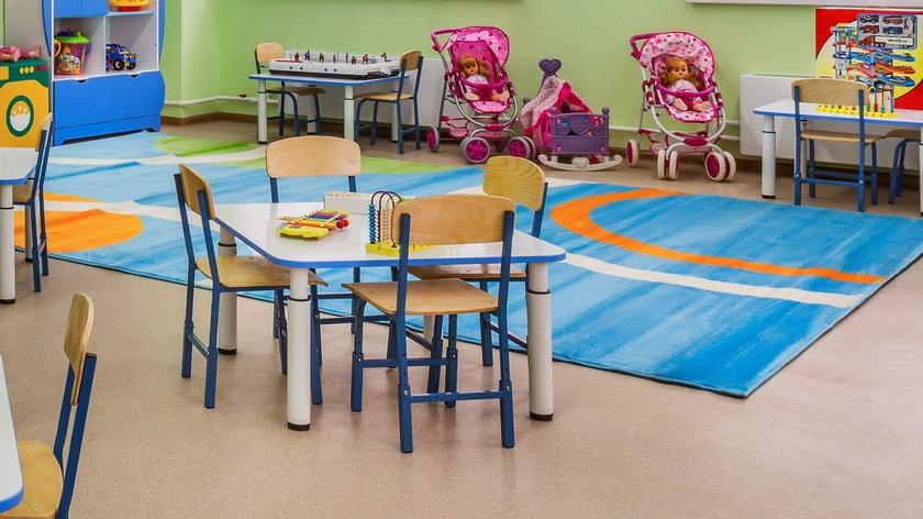 Drastyczna kara w przedszkolu. Nauczycielka miała przykleić dzieci taśmą do krzesła