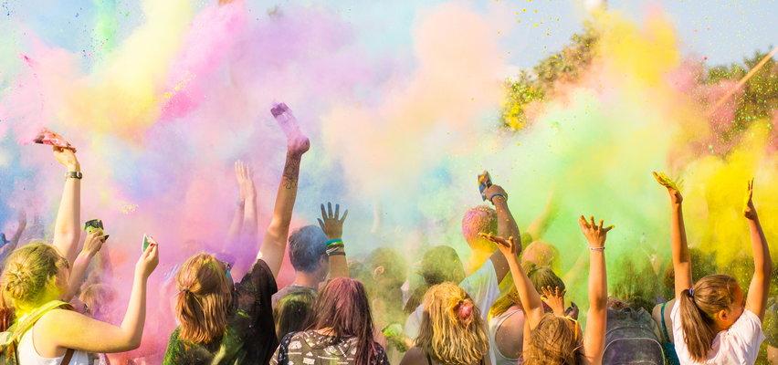 Festiwal kolorów na Podlasiu wywołał burzę. Wierni parafii dostrzegli w nim drugie dno. Nagły zwrot w sprawie