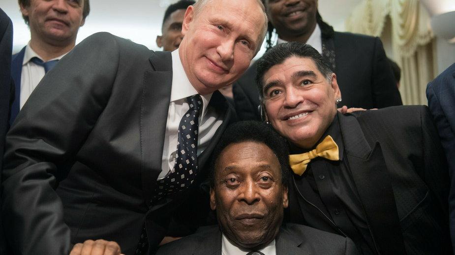 Władimir Putin, Pele i Diego Maradona w grudniu 2017 roku w Moskwie / fot. East News