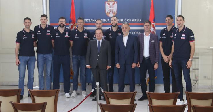 Odbojkaši sa ministrom Ivicom Dačićem