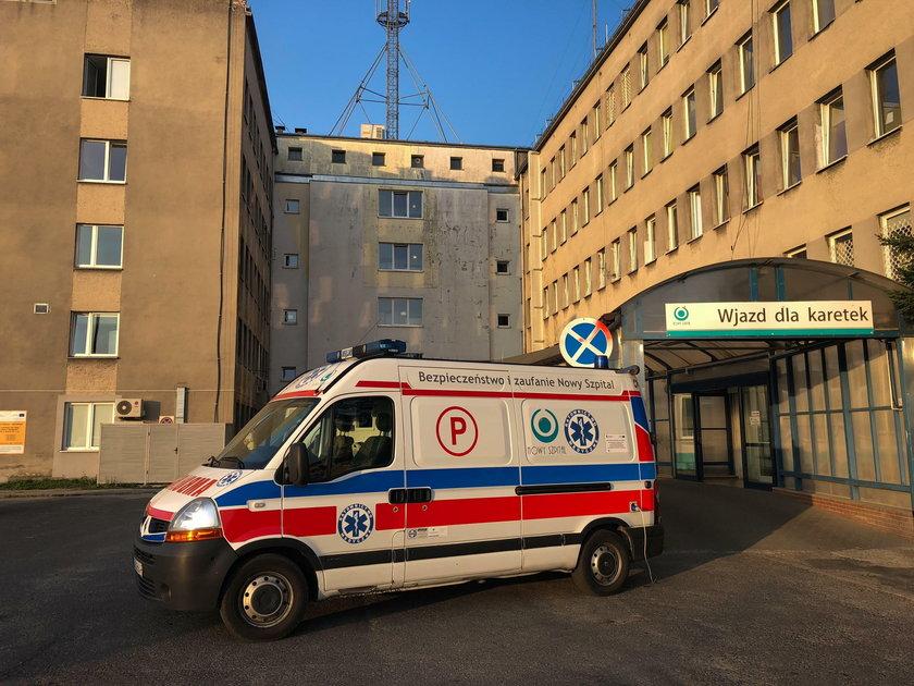 Zostawili pacjenta przed drzwiami domu