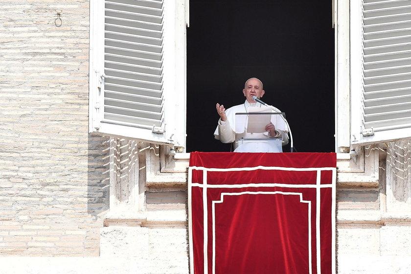 Papież spóźnił się na modlitwę. Interweniowali strażacy