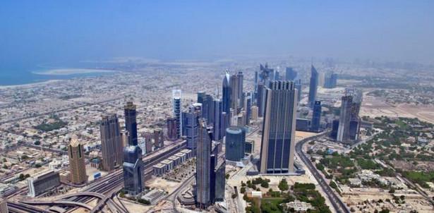 Na początku XX w. Dubaj liczył około 10 tys. mieszkańców. W 2005 r. żyło tu przeszło 1,2 mln ludzi.