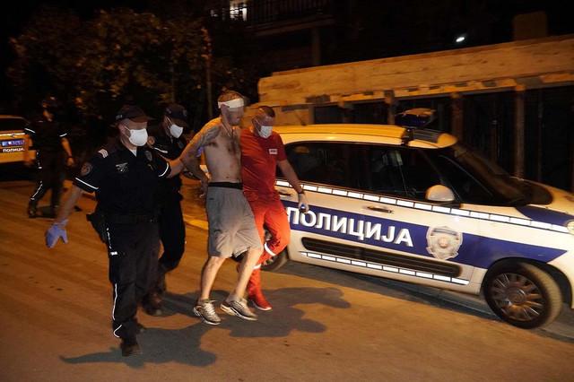Napadač je najpre odbijao da se preda, ali je nakon razgovora s policijom priveden