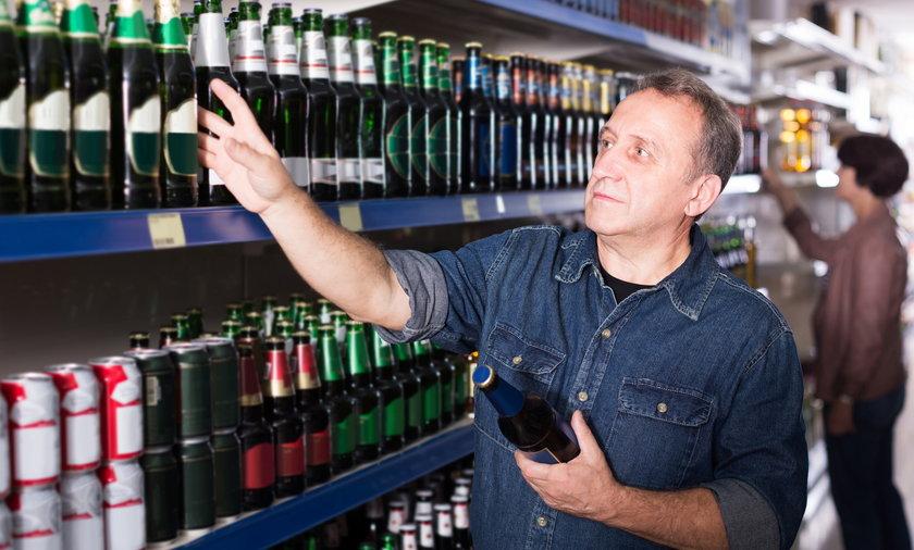 Spożycie piwa w Polsce. Przeciętny Polak wypija 136 litrów rocznie.