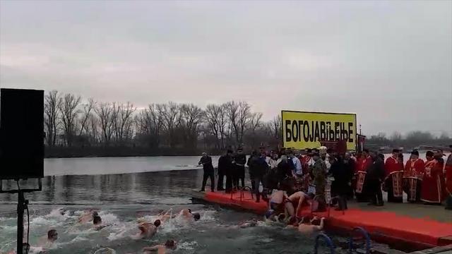 Beograd: plivanje za časni krst