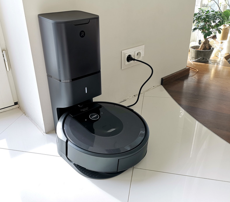 Roomba i7 w stacji Clean Base