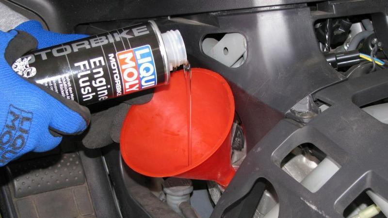Wymiana oleju w silniku motocyklowym