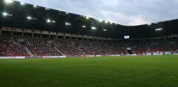 Dramat na meczu. 15-latek spadł z elewacji stadionu