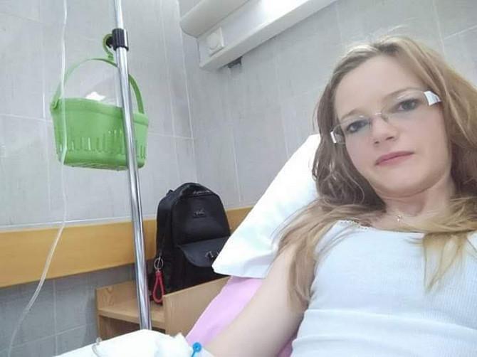 Andrea Đokić (34) iz Beograda jedna je od pacijentkinja koja se nada da će početi da dobija novu terapiju, jer već dve godina koristi lek iz donacije
