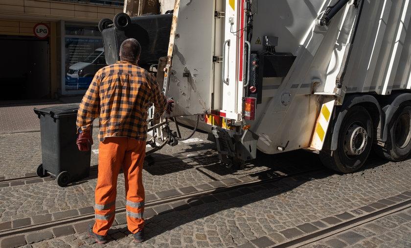 Opłaty za wywóz śmieci w Poznaniu pozostaną wysokie.