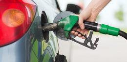 Na stacjach paliw drożej przed sylwestrem (i rok temu). Jaki jest powód?