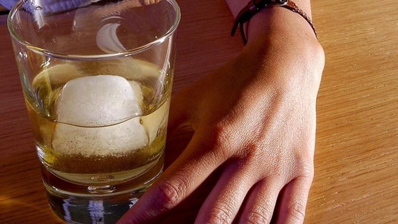 Honnan tudhatom, hogy egy alkoholistával randizom
