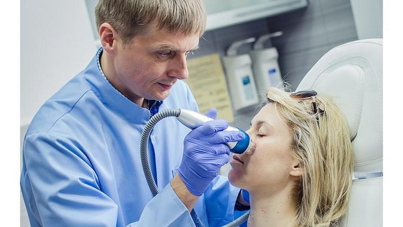 Jak skutecznie pozbyć się nieestetycznych śladów na skórze?