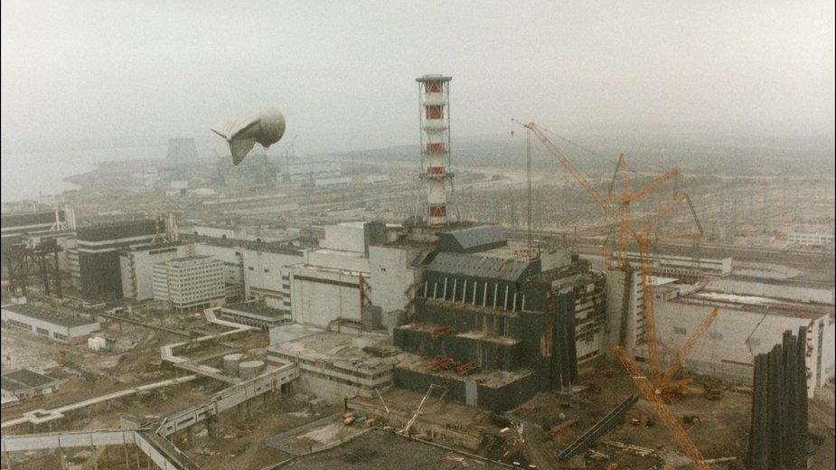 Elektrownia w Czarnobylu po eksplozji. Zdjęcie wykonane przez pilotów gen. Antoszkina