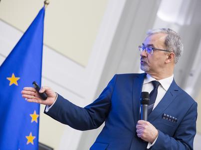 Minister rozwoju Jerzy Kwieciński uważa, że sprawa budżetu UE nie powinna być powiązana z praworządnością