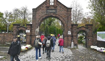 Wrocławianie ruszyli na cmentarze
