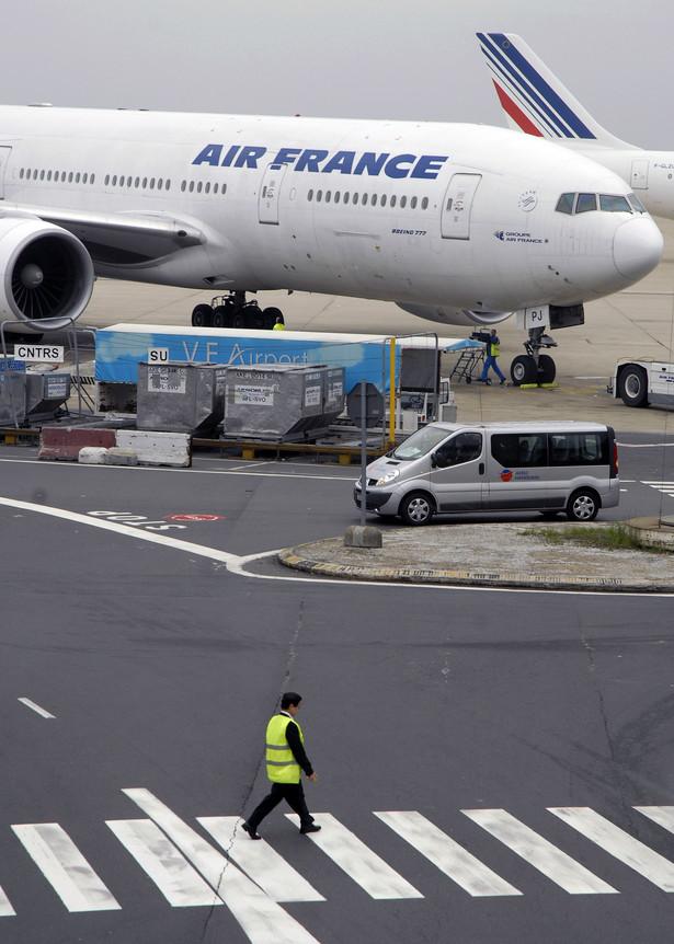 W osiem dni po katastrofie samolotu Air France nad Atlantykiem związek zawodowy pilotów tych linii wezwał do zaprzestania lotów na maszynach Airbus 330/340 do czasu wymienienia w nich czujników prędkości.