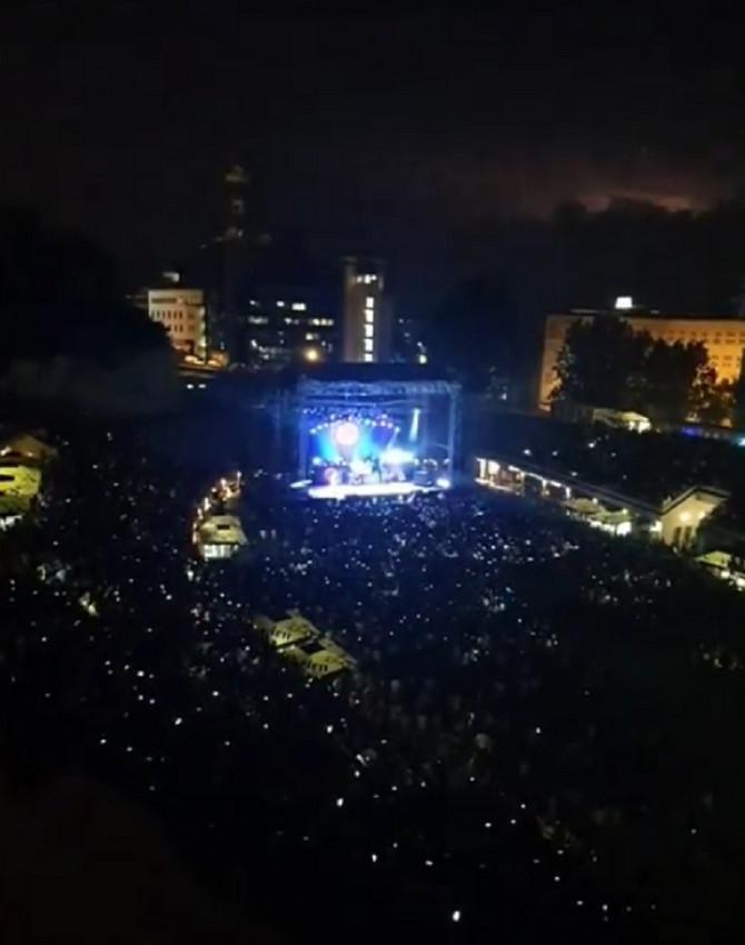Vajt snejk večeras na Tašmajdanu