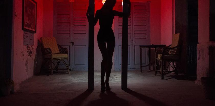 Klient kazał założyć prostytutce maseczkę, bo przecież jest epidemia. Kryzys dopadł właśnie polską seksbranżę!