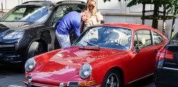 """Przetakiewicz na randce w gustownym Porsche za 700 tys. zł. """"Kocham ten samochód"""""""