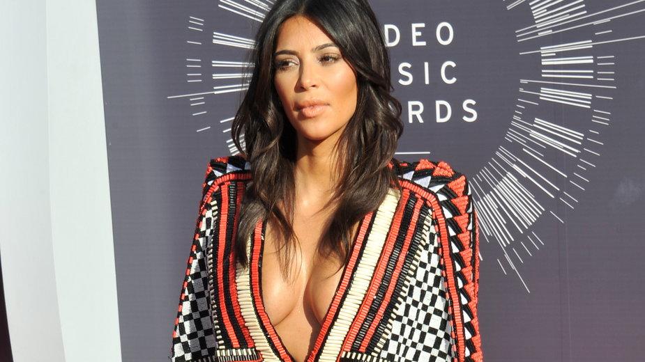 Od ubogiej koleżanki, po wpływową celebrytkę. Kim Kardashian kończy 40 lat!