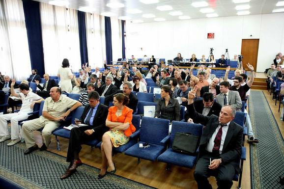 Stranke vladajuće koalicije podržavaju gradnju rafinerije
