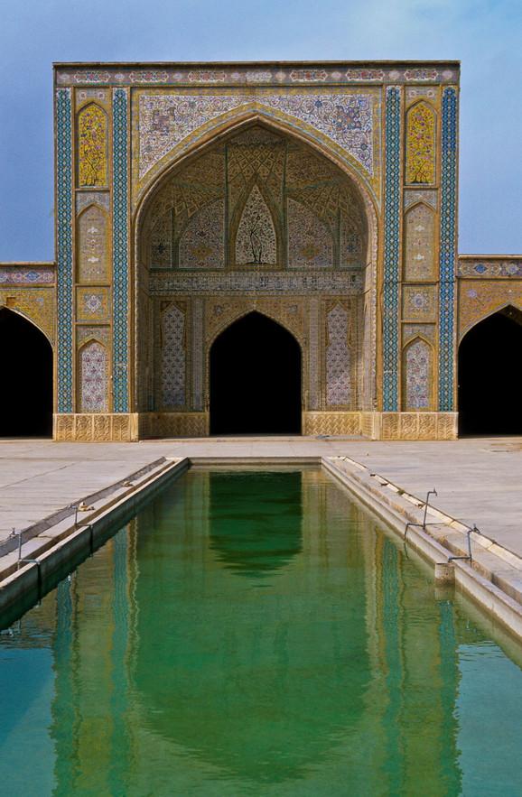 Džamija Vakil nalazi se u Širazu, u Iranu