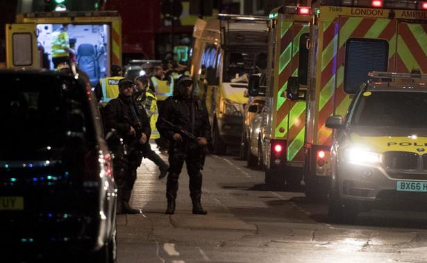 Trzech napastników, którzy najpierw wjechali samochodem w tłum na moście London Bridge, a potem zaatakowali ludzi na targu Borough Market, zabili policjanci