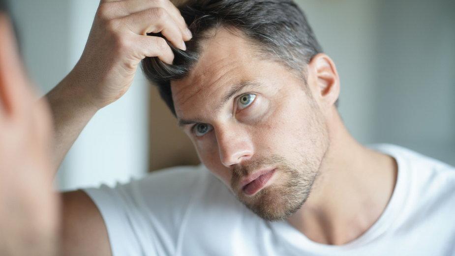 Stres może powodować siwienie włosów