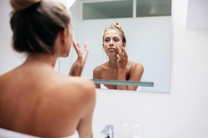 Kako da negujemo lice u danima kada nam je koža nadražena zbog nošenja maske?