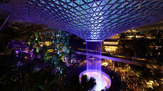 Jewel Changi Airport. Najlepsze lotnisko na świecie w Singapurze
