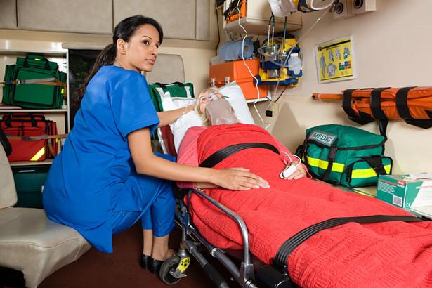 Ratownicy medyczni chcieli osobnej ustawy dla swojego zawodu. Ta na razie nie powstanie.