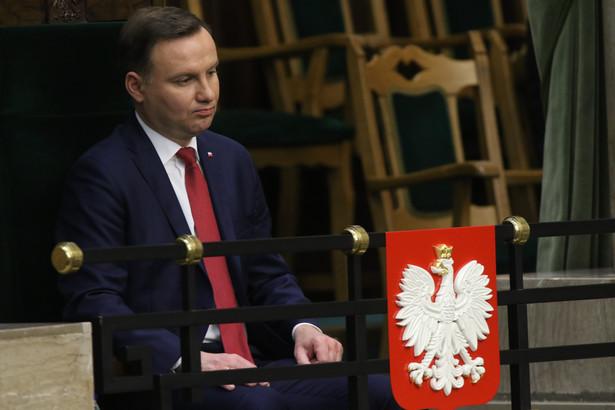 Zdaniem TK Andrzej Duda miał konstytucyjny obowiązek przyjęcia ślubowania od wybranych sędziów