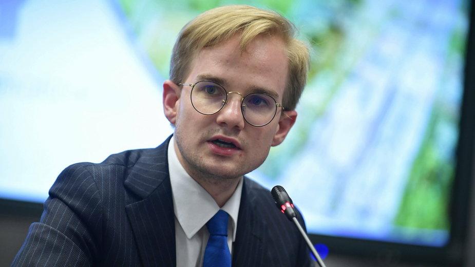 Kolejny awans 29-letniego wiceministra finansów. Czym zajmie się Piotr Patkowski?