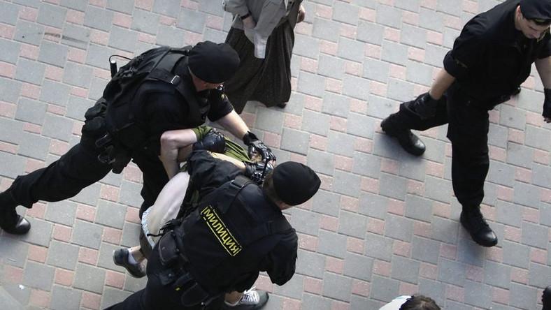 Białoruska milicja rozpędza antyrządową demonstrację