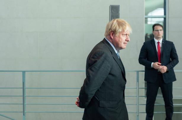 """Premier Wielkiej Brytanii zdaje się mówić Brukseli: """"Albo dogadamy się w sprawie handlu do końca przyszłego roku, albo fundujemy sobie szok gospodarczy""""."""