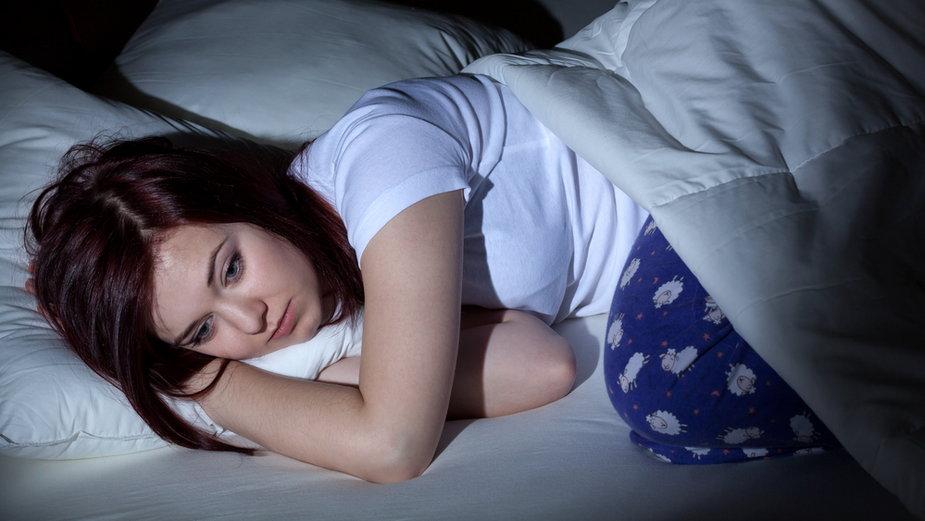 Po 48 godzinach bez snu pojawić się mogą omamy i paranoja, a 72 godziny czuwania to początek ostrej psychozy