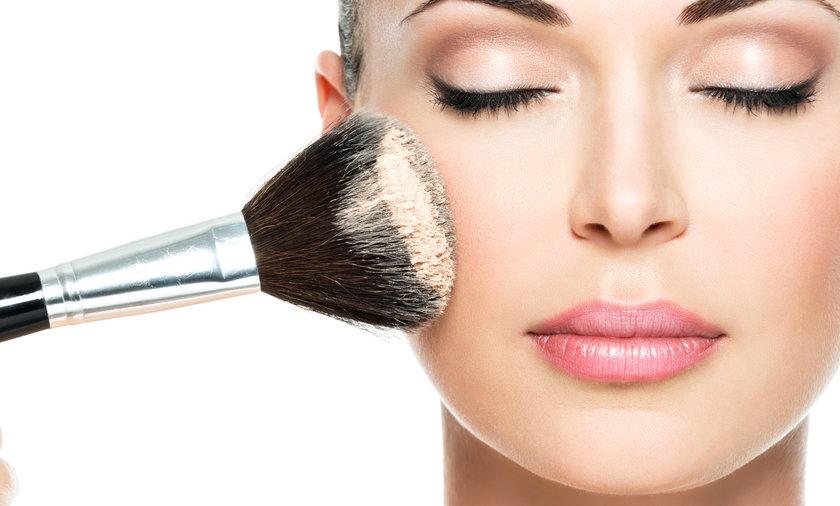 kobieta, makijaż, puder