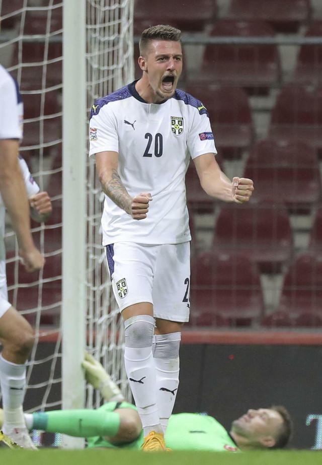 Sergej Milinković Savić slavi gol na meču sa Turskom