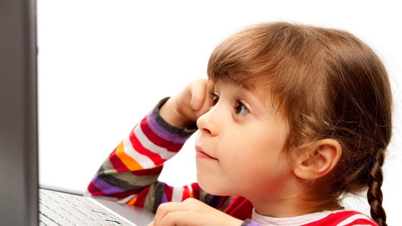 Z portali społecznościowych zaczynają korzystać coraz młodsze dzieci. Psychologowie twierdzą, że ich wpływ na psychikę najmłodszych może być bardzo różny.