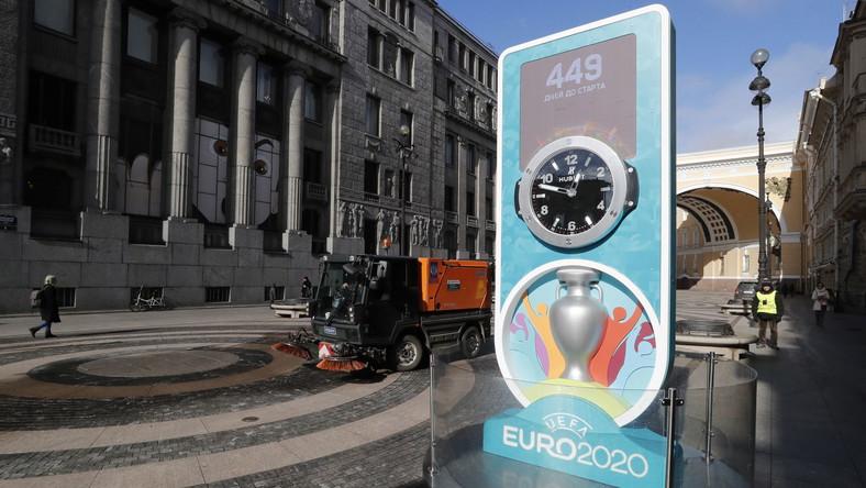 Zegar w Sankt Petersburgu odmierza czas do pzrełożonego Euro