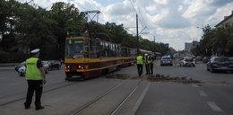 TIR wysypał gruz na tory tramwajowe w Łodzi. Utrudnienia